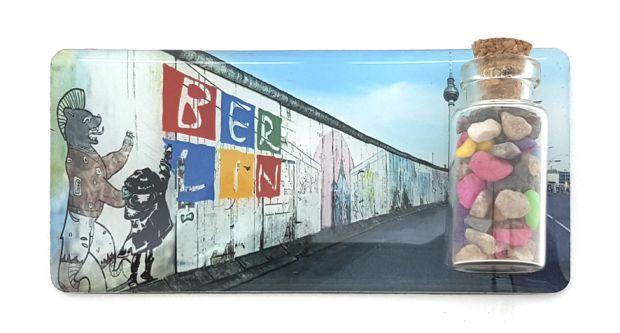050-0220_BERLIN_Epoxy_Magnet_mit_Mauersteinen_Nr-5-2